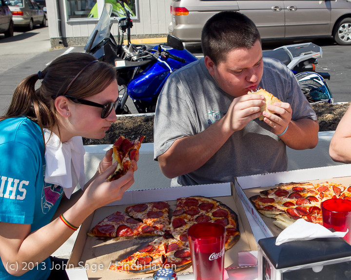 0687 Saucy Sisters Pizza Opening 050813