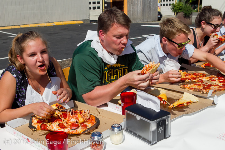 0692 Saucy Sisters Pizza Opening 050813