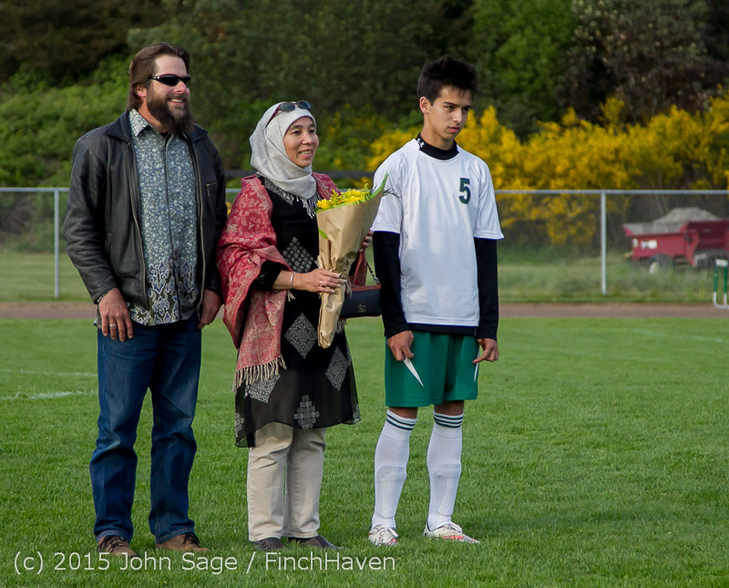 6554_VIHS_Boys_Soccer_Seniors_Night_2015_042415