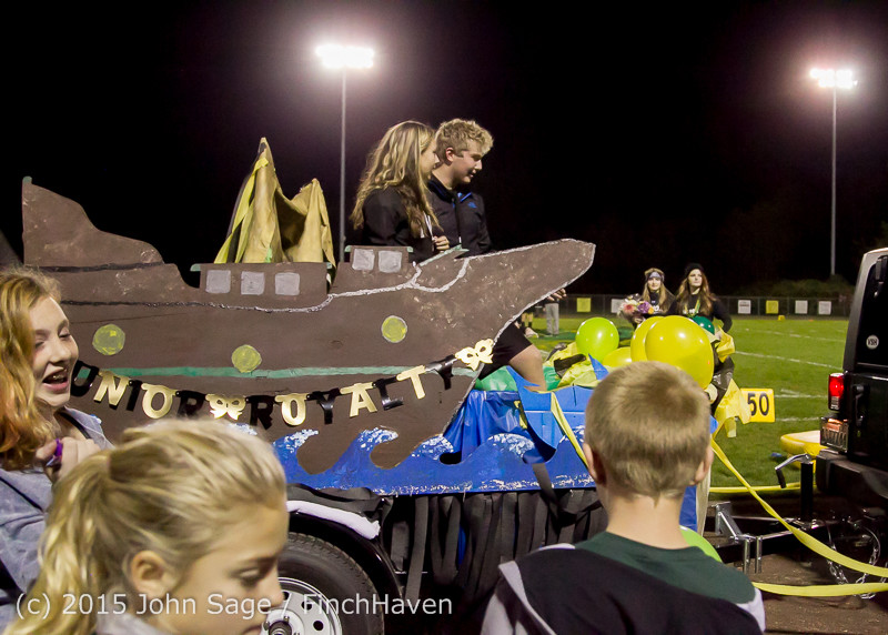 23269 VIHS Homecoming Court and Parade 2015 101615