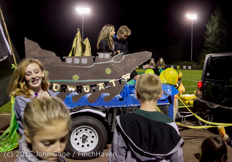 23272 VIHS Homecoming Court and Parade 2015 101615