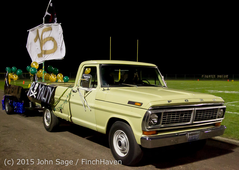 23850 VIHS Homecoming Court and Parade 2015 101615