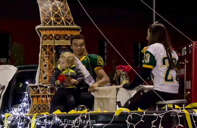 24043-a VIHS Homecoming Court and Parade 2015 101615