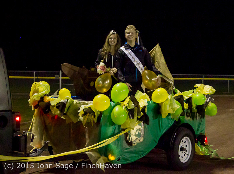 24103 VIHS Homecoming Court and Parade 2015 101615