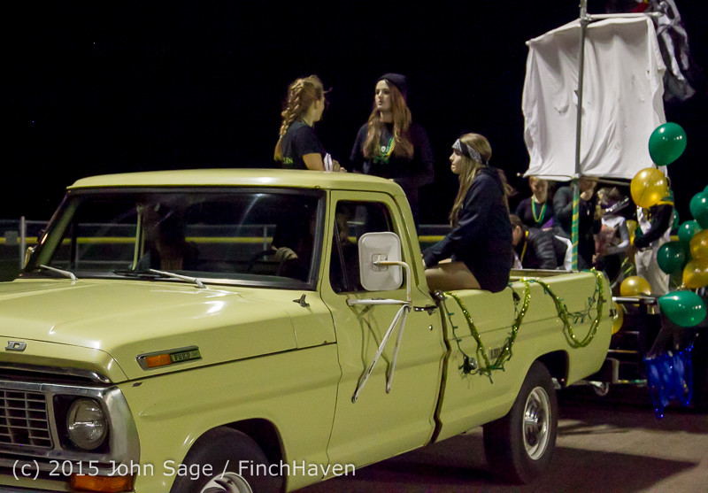 24151 VIHS Homecoming Court and Parade 2015 101615