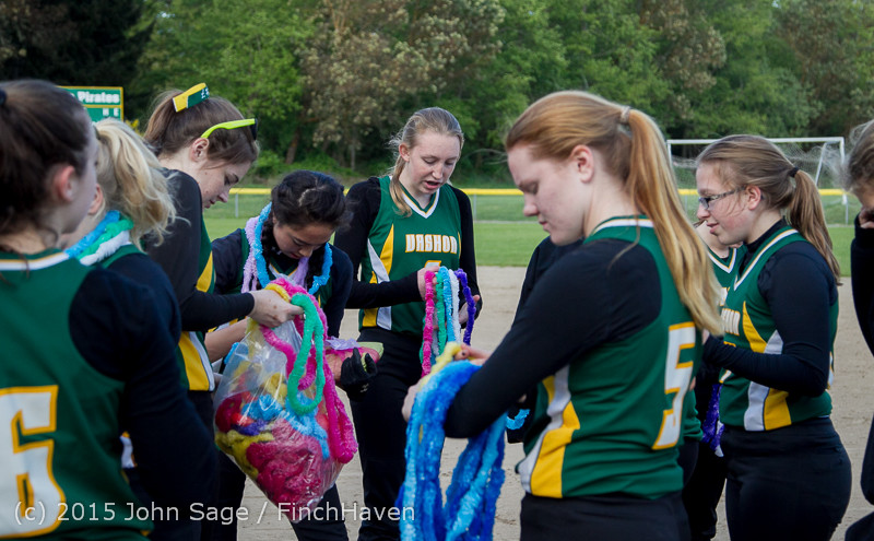 3969_VIHS_Softball_Seniors_Night_2015_042915