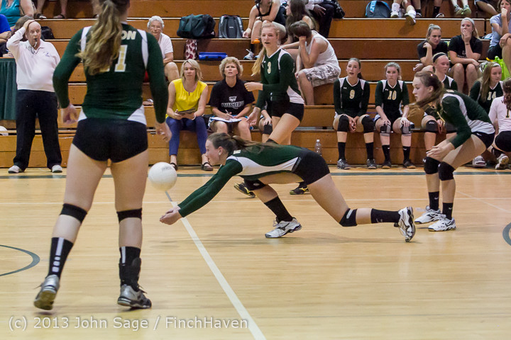 20046_Volleyball_v_Eatonville_091113