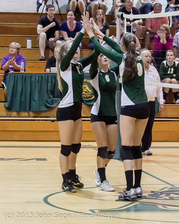 20719 Volleyball v Eatonville 091113