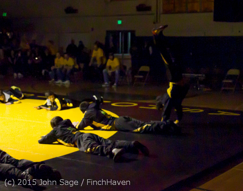 1825 Wrestling v Belle-Chr 011515