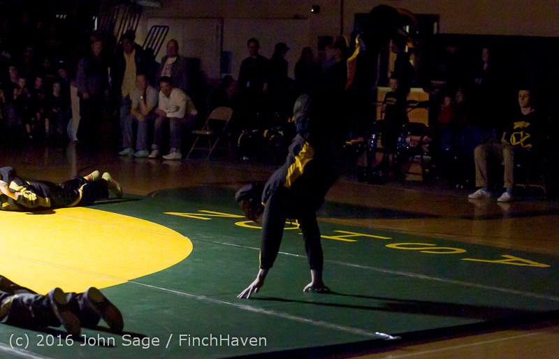 2082 Varsity Wrestling v Montesano 121015