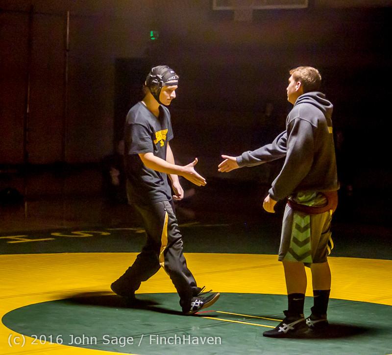 2236 Varsity Wrestling v Montesano 121015