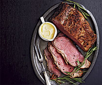 http://www.finecooking.com/CMS/uploadedimages/Images/Cooking/Articles/Issues_131-140/051132001-01-roast-beef-bearnaise-sauce-recipe_med.jpg