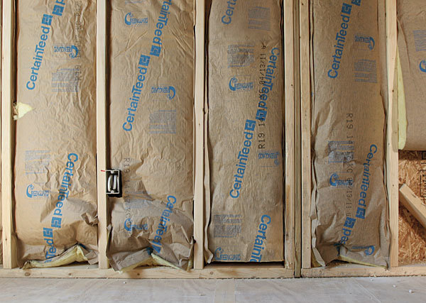 How it works fiberglass batt insulation fine homebuilding for Batt insulation r value