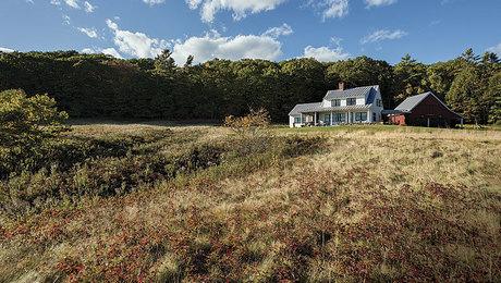 021256042-reinvented-farmhouse