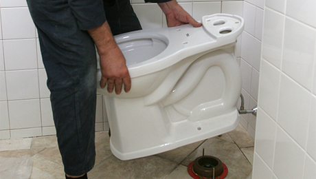 PH-installing-toilet