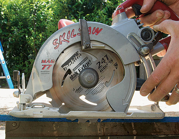 skilsaw blade direction. set the depth of blade for material. after releasing depthadjustment lever lock (again using opposing muscles in my hand), i lower skilsaw direction