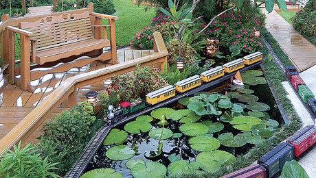 021246100-model-train