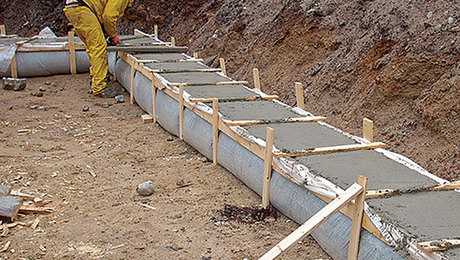 Fastfoot footing form review fine homebuilding for Concrete log forms