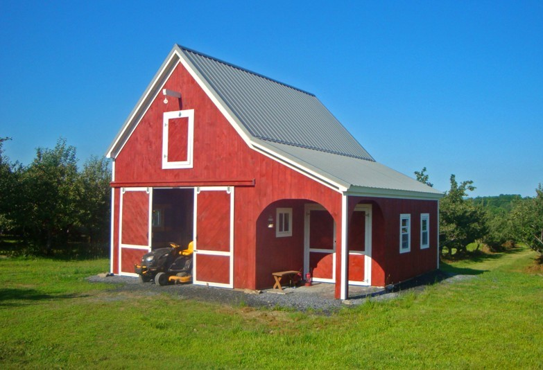 Little vermont barn fine homebuilding for Pole barn with loft kits