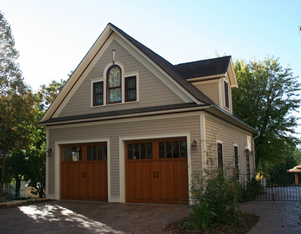 Carriage house fine homebuilding for How to build a garage loft
