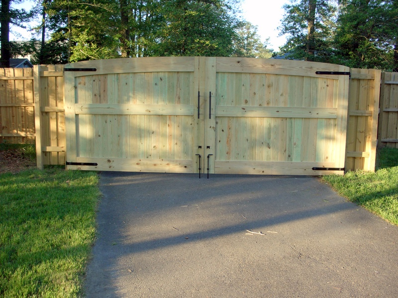 16 39 wide driveway gates fine homebuilding for Building a sliding gate for a driveway