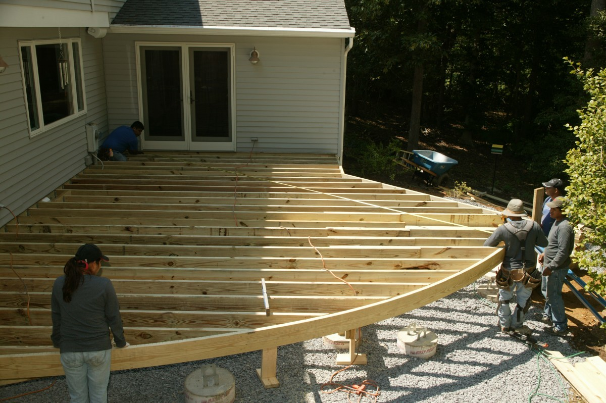 Framing a deck with a radius fine homebuilding for How to build a floor for a house