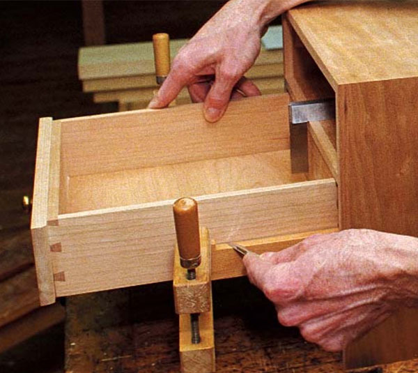 Christian Becksvoort Appreciates The Resourcefulness Of Shopmade Hardware And He Explains Here How To Make And Install Full Extension Wooden Drawer Slides