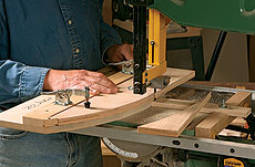 Jig for Cutting Simple Curves on the Bandsaw