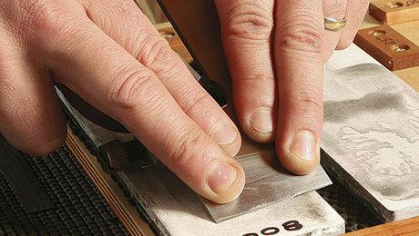 011213045_sharpening-blades