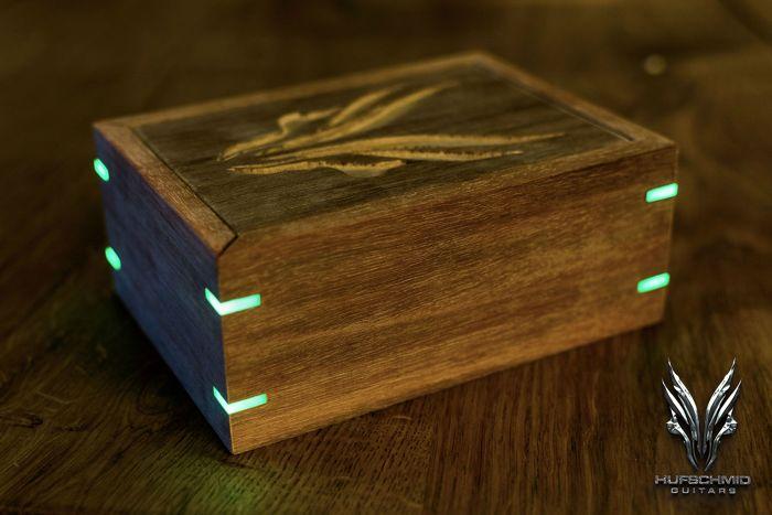 Glow In The Dark Wood poc: the 'glow in the dark miter splines'! - finewoodworking
