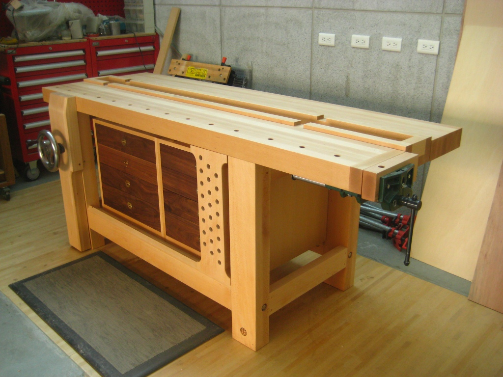 Tim's hybrid Roubo workbench - FineWoodworking