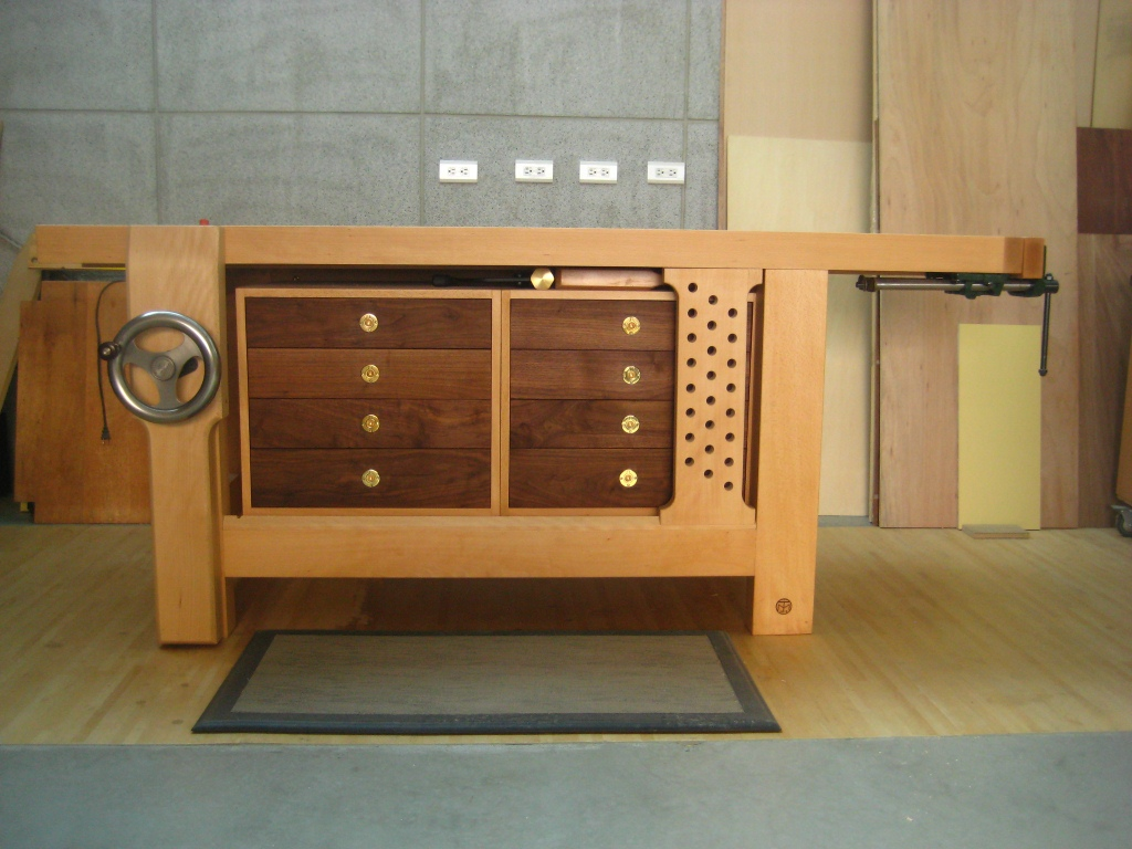 Tim's hybrid Roubo workbench - FineWoodworking