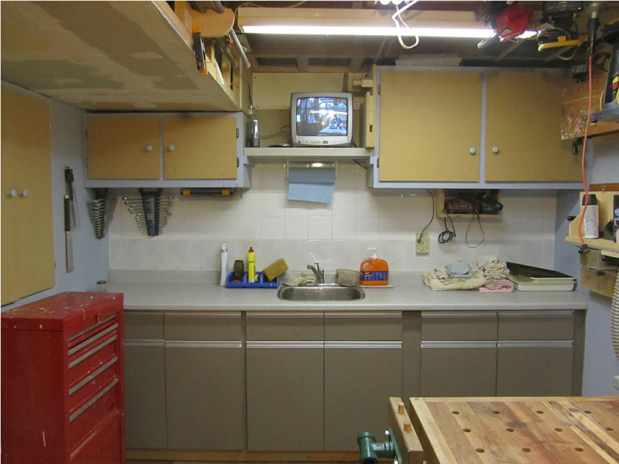 Woodbridge basement workshop finewoodworking for Basement workshop plans