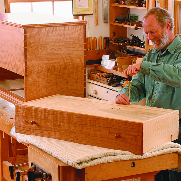 Free plan shaker blanket chest finewoodworking for Blanket chest designs