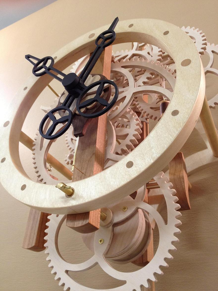 Table Saw Gears : Quot remonter a wooden gear clock with remontoire