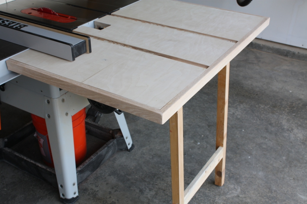 Outfeed table built from scraps but very useful in the shop ...