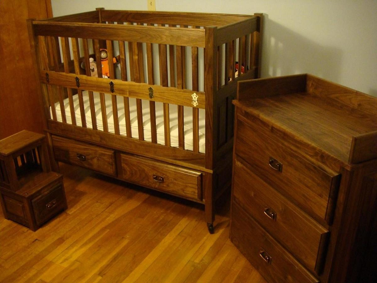 walnut shaker crib and nursery set finewoodworking. Black Bedroom Furniture Sets. Home Design Ideas