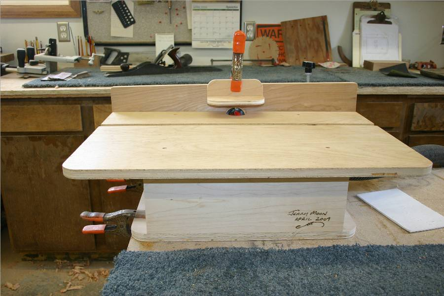 Horizontal router table finewoodworking for Best horizontal router table