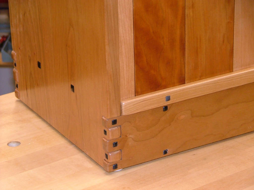 Greene greene style bookcase finewoodworking for Greene and greene inspired furniture