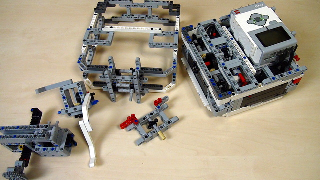 Image for Box Robot Two. Central axle attachment for moving the axle 6 units up
