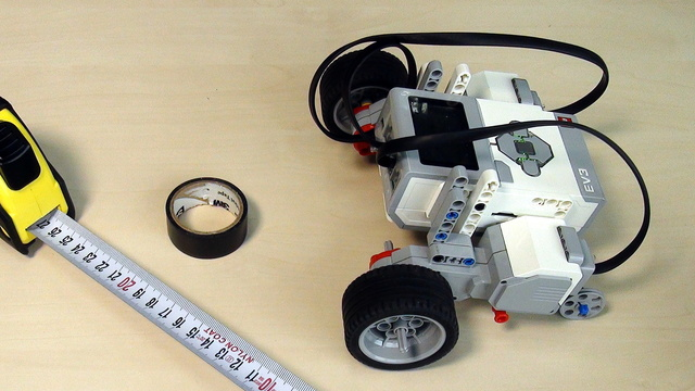 Image for EV3 Phi. Using cables to connect the motors to the brick