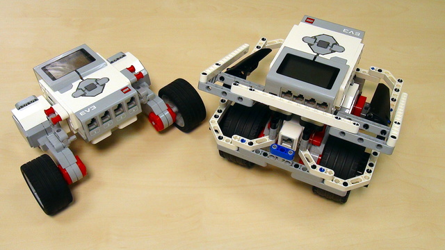 Image for EV3 basics course. Build a robot (part 1)