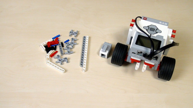 Image for EV3 Phi. Extending constructions without instructions. Basic Principles. Straight Beams