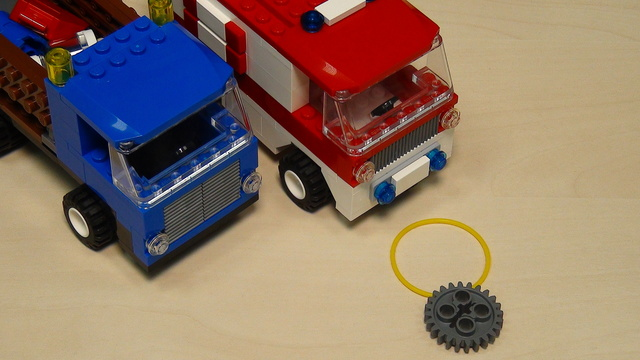 Learn Rubber bands, gear wheels and motors for solving FLL 2013 Truck and Ambulance (part 1)