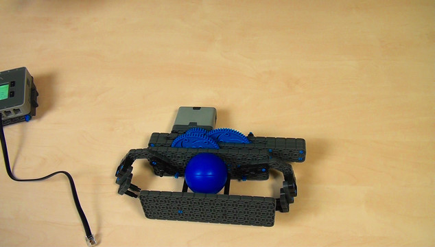 Preview for VEX IQ. System of gears when throwing a ball with levers
