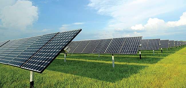 Rooftop solar systems vs. solar farm dynamics