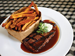 Bar steak frites at Cassis