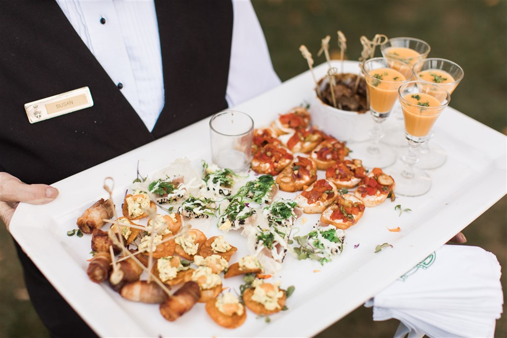 passed appetizers at greenville country club wedding