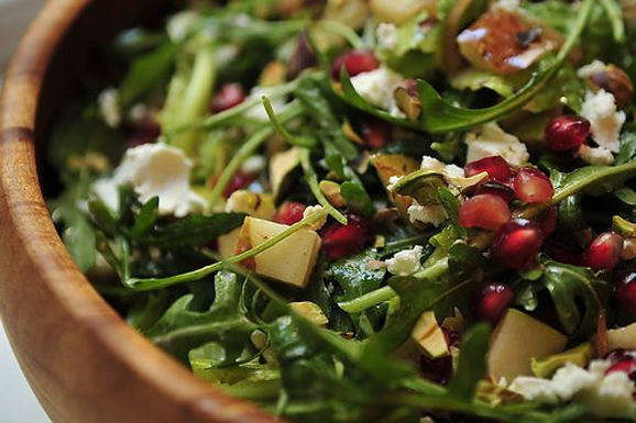 Arugula, Pear, and Goat Cheese Salad with Pomegranate Vinaigrette