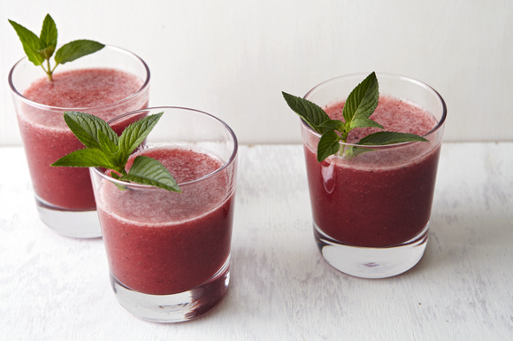 Strawberry_chocolate_mint_lemonade_cooler